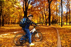 À l'école sur la bicyclette Images libres de droits