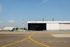 À l'aéroport Images libres de droits