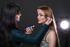 À l'arrière plan, tir de mode, maquillage Image stock