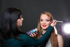 À l'arrière plan, tir de mode, maquillage Photo stock