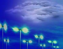 À l'aube, le long des poteaux de route de l'éclairage photo libre de droits