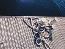 À l'endroit où l'anchore de bateaux photographie stock