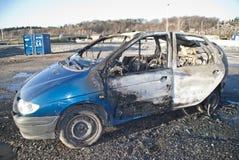 À l'extérieur brûlé véhicule photos stock