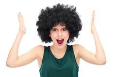 À l'extérieur chargée femme s'usant la perruque Afro Photo stock