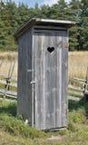 À l'extérieur toilette image libre de droits