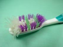 À l'extérieur utilisée brosse à dents Image libre de droits