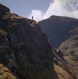 À l'extrémité de la route de montagne