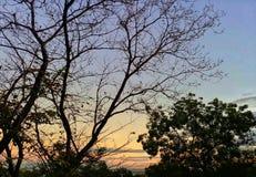 À l'heure du coucher du soleil image stock
