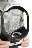 À l'intérieur étroit vers le haut du tir du militaire travaillant avec des verres de VR photographie stock