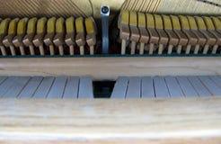 À l'intérieur d'un piano Images stock