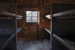 À l'intérieur d'une caserne dans le camp de concentration d'Auschwitz II†«Birkenau, la Pologne Images stock