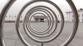 À l'intérieur d'une spirale en métal banque de vidéos