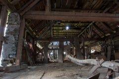 À l'intérieur d'une vieille grange photo libre de droits