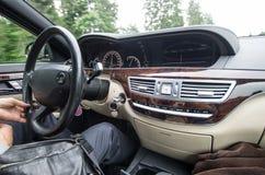 À l'intérieur d'une voiture Images libres de droits