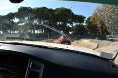 À l'intérieur d'une voiture pendant un événement 4x4 tous terrains Image libre de droits