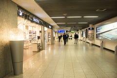À l'intérieur de l'aéroport international de Francfort à Francfort, l'Allemagne Photographie stock libre de droits