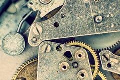 À l'intérieur de de la montre de poche Mécanisme d'horloge avec le macro Backgrou de vitesses Photos stock