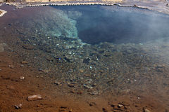 À l'intérieur de du geyser dormant en Islande Images libres de droits