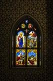 À l'intérieur de du palais de Pena dans Sintra, secteur de Lisbonne, Portugal Fenêtre en verre teinté dans la chapelle Photographie stock libre de droits