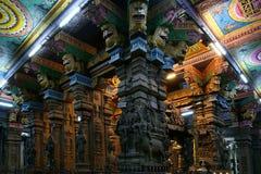 À l'intérieur de du temple indou de Meenakshi à Madurai Photographie stock libre de droits