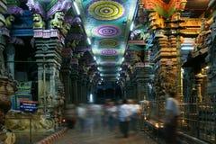 À l'intérieur de du temple indou de Meenakshi à Madurai image libre de droits