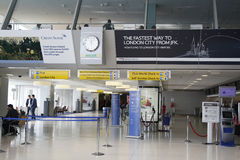 À l'intérieur de du terminal 7 de British Airways à l'aéroport international de JFK à New York Photographie stock libre de droits