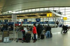 À l'intérieur de du terminal 4 de ligne aérienne de delta à l'aéroport international de JFK à New York Image libre de droits