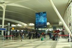 À l'intérieur de du terminal 4 de ligne aérienne de delta à l'aéroport international de JFK à New York Images libres de droits