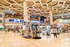 À l'intérieur de l'aéroport international en Abu Dhabi, les EAU Photographie stock