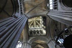À l'intérieur de la cathédrale de Frances de Rouen Photos stock
