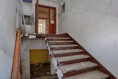 À l'intérieur de la maison détruite Image stock