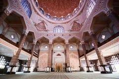 À l'intérieur de la mosquée de Putra, Putrajaya Image stock