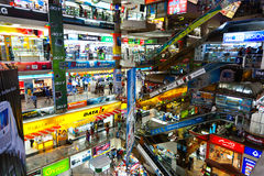 À l'intérieur de la plaza de Pantip, les bigges Photographie stock libre de droits