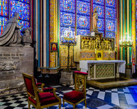 À l'intérieur de Notre Dame de Paris Photographie stock