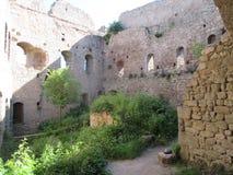 À l'intérieur des murs de la ruine Ortenbourg de château, Alsace, France photo libre de droits
