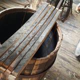 À l'intérieur des panneaux carbonisés du baril de bourbon de frêne blanc images stock