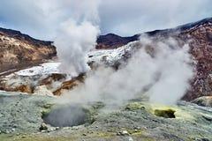À l'intérieur du cratère du volcan de Mutnovsky photo stock