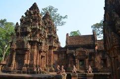 À l'intérieur du temple de Banteay Srei Angkor Image stock