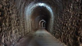 À l'intérieur du tunnel clips vidéos