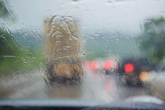 À l'intérieur du véhicule Baisses de l'eau de pluie de plan rapproché Photos libres de droits