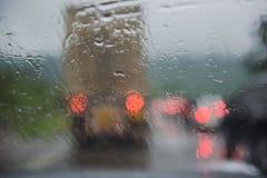 À l'intérieur du véhicule Baisses de l'eau de pluie de plan rapproché Images libres de droits