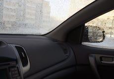 À l'intérieur du véhicule dans l'hiver givré Photo libre de droits