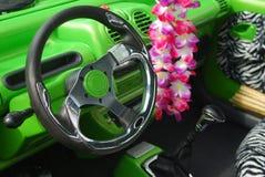 À l'intérieur du véhicule vert Photo libre de droits