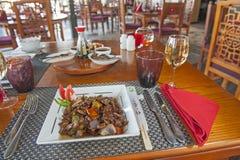 À la carte Chinese maaltijd op gevormde plaat royalty-vrije stock foto