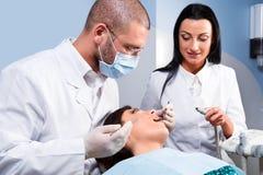 À la clinique dentaire photos libres de droits