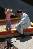 À la cour de jeu des enfants photo stock