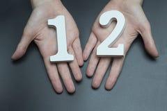 À la femelle remet le numéro douze images libres de droits