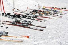 À la gare de ski de village photos libres de droits