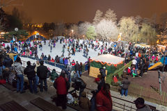 À la patinoire pendant la nuit Image libre de droits