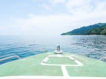 À la plate-forme du bateau de flottement Images stock